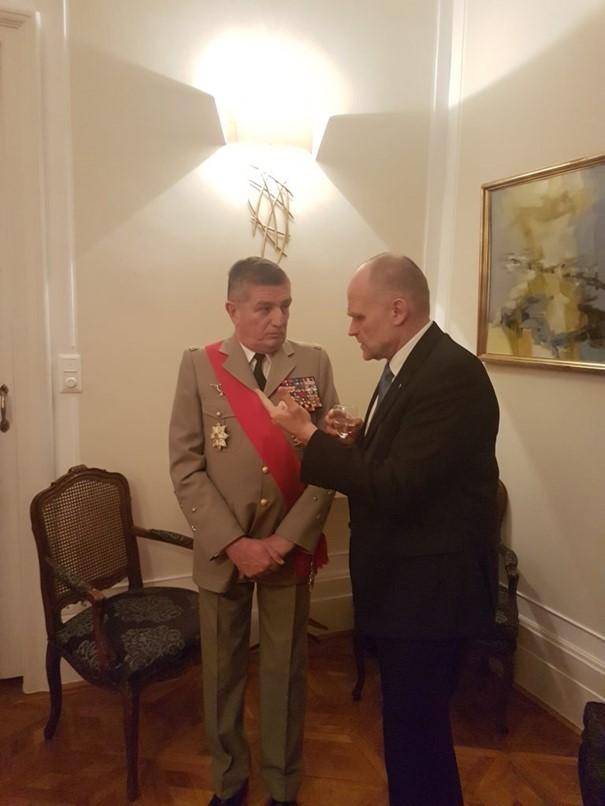 En compagnie du Général Benoît Puga, ancien Chef d'Etat major particulier des Présidents de la République Nicolas Sarkozy et François Hollande.