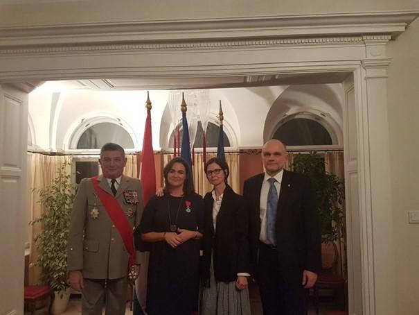 Avec le Général Benoît Puga, la Secrétaire d'Etat Katalin Novak et l'Ambassadrice de France en Hongrie, Madame Pascale Andréani.